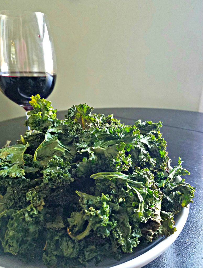 """Baked Kale Chips…A """"Good For You"""" Snack"""